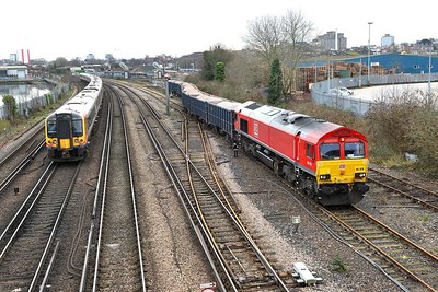 24 January 2020 :: 66078 shunting wagons in Southampton Up Yard.  It will later work 6Z96 to Bristol East Depot