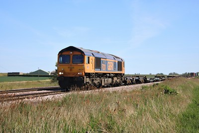 66775 passing Wisbech Road crossing, Manea at 1415/4E21 Felixstowe to Doncaster