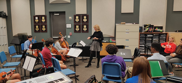 Sara Sant'Ambrogio offers a masters class at St. Andrew's School