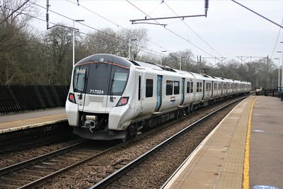 717024 passes Bayford 1312/2F64 Moorgate to Hertford North  22/12/20