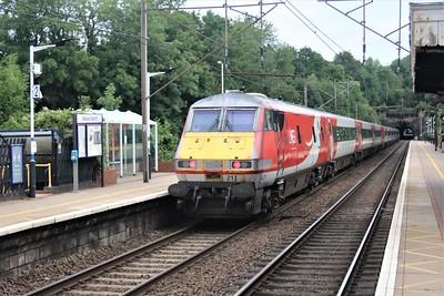 91119_82211 pass Welwyn North 0647/1D02 Kings Cross to Leeds