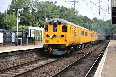 37254 approaches Welwyn North 0911/3Q01 Ferme Park to Derby RTC.  Consist.. 977986, 977985, 9806, 999602, 9708