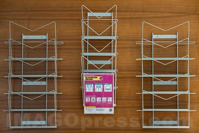 Leere Zeitungshalter in einem Restaurant in Landquart © Patrick Lüthy/IMAGOpress.com