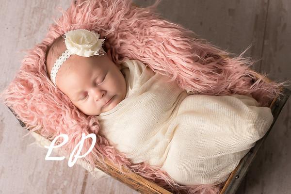 Aveyah Newborn (9)