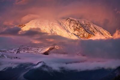 DA115,DT,Sunrise at Sunrise Lodge Mount Rainier - Washington State USA