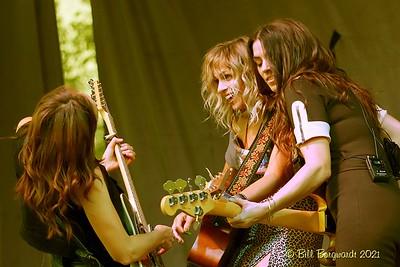 Tara, Katie & Brandi - Nice Horse - Devon 8-21  532
