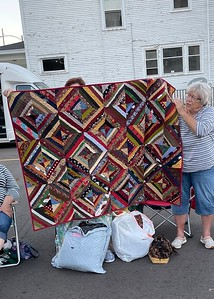 Jan Babcock showing us a quilt donated by Debbie Bunch