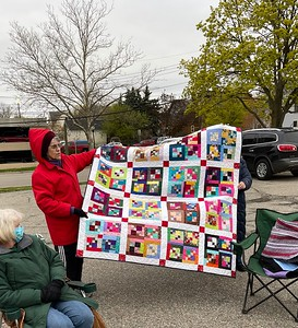 Billie Piazza showing a quilt made from blocks from the treasure table?