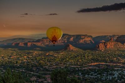 DA040,DJ,Sunset_Shines_on_Arizona_Mountains_and_Hot_Air_Balloon
