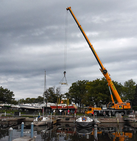 211010 End of Season 1<br /> James Neiss/staff photographer <br /> Wilson, NY - Members of the Tuscarora Yacht Club on Clark Island joined forces with a giant crane from Clark Rigging to take boats out of the water for the season in Wilson Harbor.