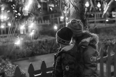 DA110,BW,Siblings enjoying Holiday Lights