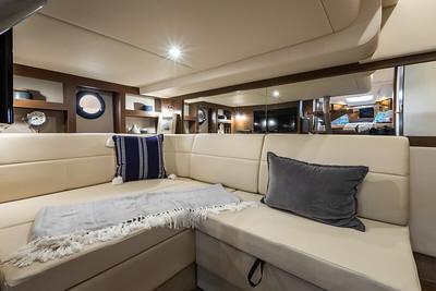 Sundancer 350 mid-berth