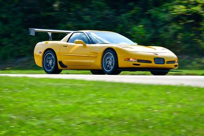 2021 SCCA Pitt Race TNIA Aug Adv Yellow Vette Silv wheel