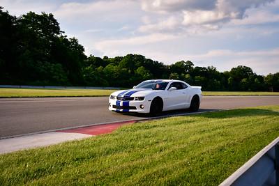 2021 SCCA TNiA Pitt Race Nov Dk White Camaro Blu Stripes