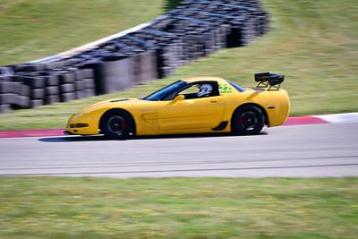 2021 SCCA TNiA Pitt Race Nov Dk Yellow Vette Wing