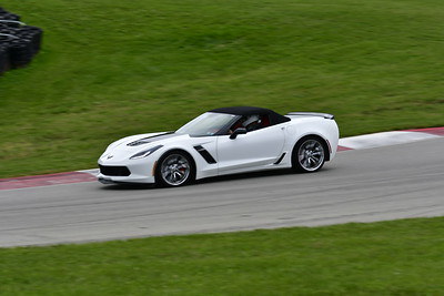 2021 SCCA TNiA Pitt Race Nov Wht Vette