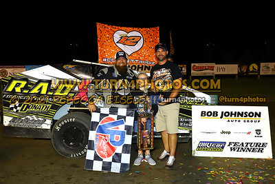 Victory lane Can AM 08-27-5