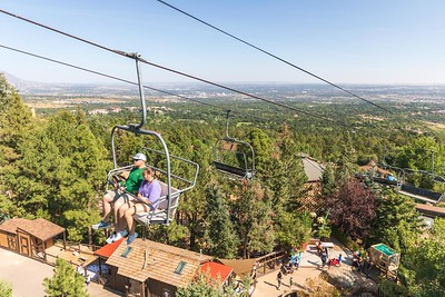 DA040,DT,Chairlift_Over_Cheyenne_Mountain_Zoo_Colorado_Springs_CO_USA