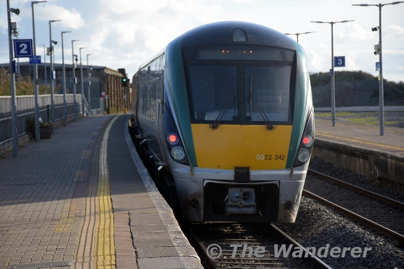 22042 departs from Thurles with the 1530 Heuston - Limerick. Tues 05.10.21