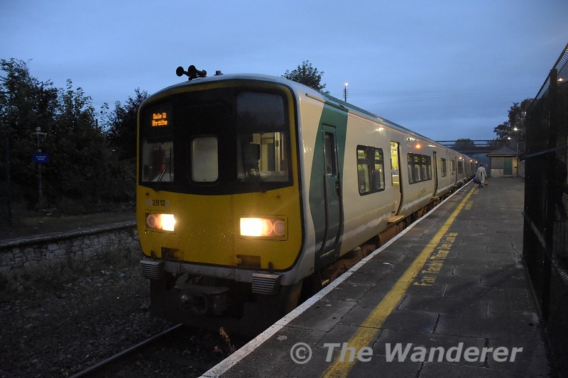 2812 + 2811 stand at Nenagh with the 0630 Limerick - Ballybrophy. 2805 + 2806 were at the rear of the set just after been split off to form the 0745 Nenagh - Limerick. Tues 06.10.21