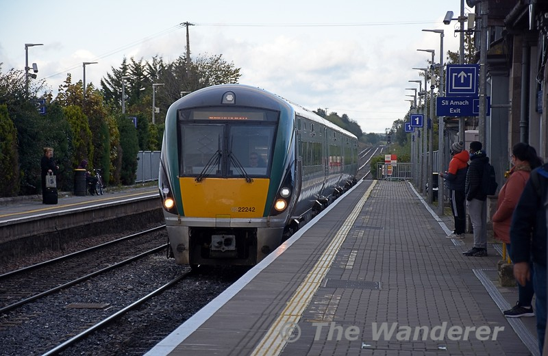22042 arrives into Portlaoise with the 1530 Heuston - Limerick. This set started the day in Sligo working the 0905 to Connolly before transferring to Heuston to work the Limerick service. Tues 05.10.21