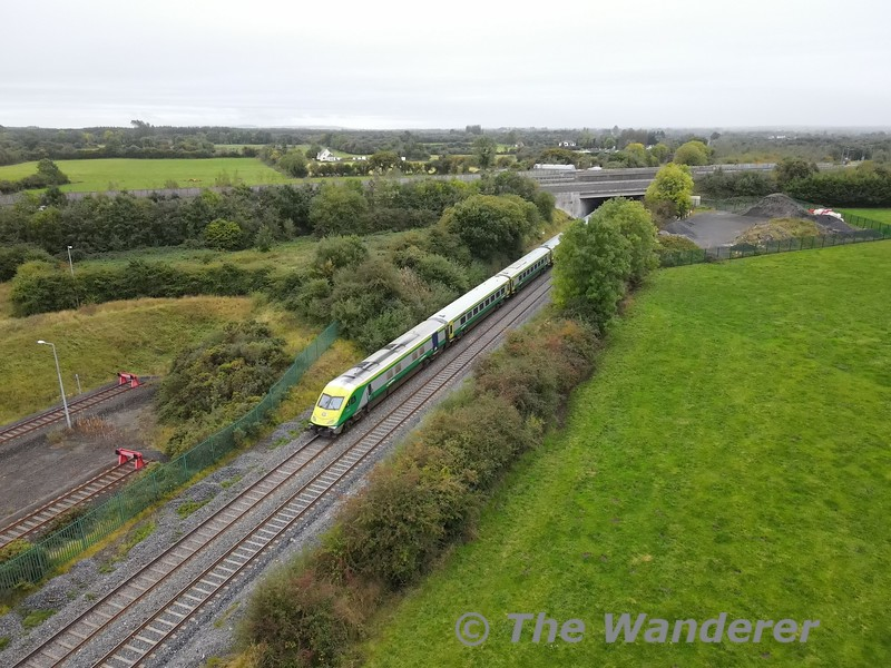 MKIV GC 4004 at the rear of the 1100 Heuston - Cork service passing Laois Depot to the left and about to pass under the M7 motorway. Tues 06.10.21