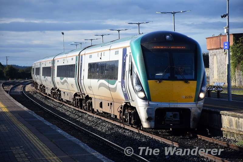 22037 flies through Thurles non stop with the 0705 Tralee - Heuston. Tues 28.09.21