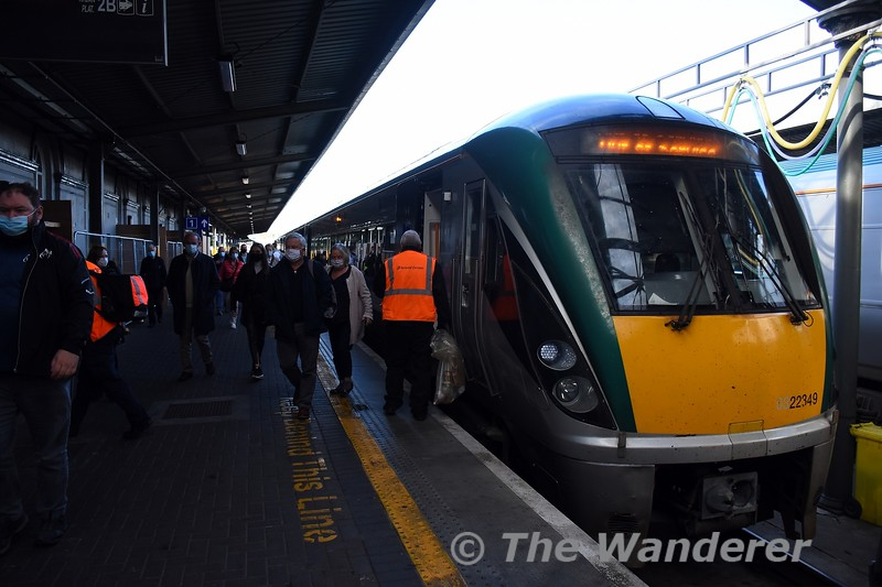 22049 arrived into platform 2 at Heuston on top of set 22037. Tues 28.09.21