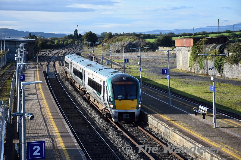 22049 arrives into Thurles with the 0855 Limerick - Heuston. On arrival at Heuston this set would transfer to Inchicore for a visit to the wheel lathe. Tues 28.09.21
