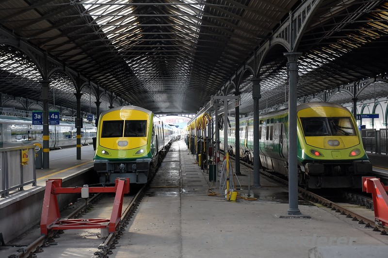 4008 and 4004 at Heuston. 4008 which is ex works would be working the 1700 to Cork, while 4004 was working the 1600 to Cork. Tues 28.09.21