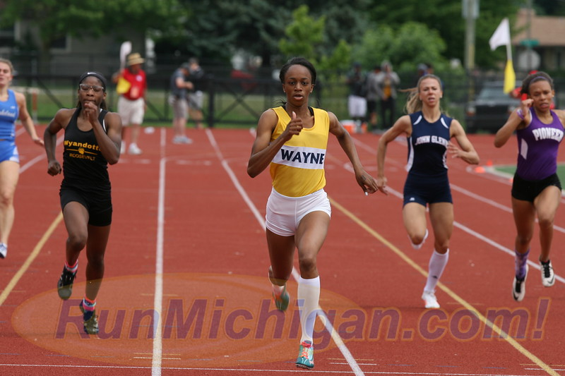 Anavia Battle of Wayne Memorial High School at the 2017 Michigan High School Athletic Association LP Division One Track and Field Finals. RunMichigan photo by Carter Sherline.