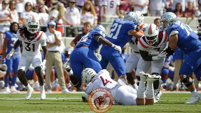LB Dax Hollifield makes a tackle for loss. (Mark Umansky/TheKeyPlay.com)