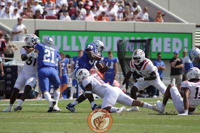 Keshon Artis makes a tackle for loss. (Mark Umansky/TheKeyPlay.com)