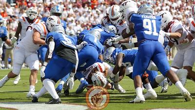 Backup QB Connor Blumrick keeps the football on a sneak for a touchdown. (Mark Umansky/TheKeyPlay.com)