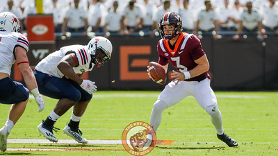 Braxton Burmeister looks to scramble with the football in the second quarter. (Mark Umansky/TheKeyPlay.com)