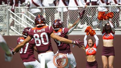 Tayvion Robinson returns a punt for a touchdown. (Mark Umansky/TheKeyPlay.com)