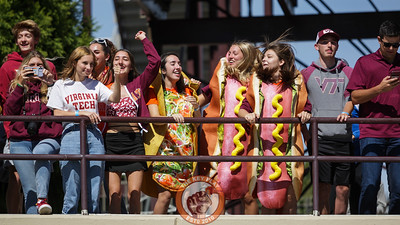 Students in the North Endzone jump to Enter Sandman before kickoff. (Mark Umansky/TheKeyPlay.com)