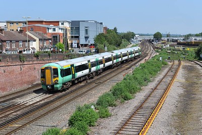 16 June 2021 :: 377 149 is arriving at Eastleigh with 1Y59 from Southampton Central to Brighton via Eastleigh