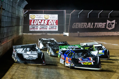 Ricky Thornton, Jr. (20RT) and Chase Junghans (18) lead a heat race to green