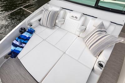 Sundancer 320 Outboard bow sunpad