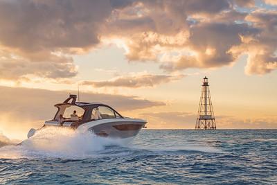Sundancer 370 Outboard with lighthouse