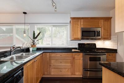 2576 Kitchen 1