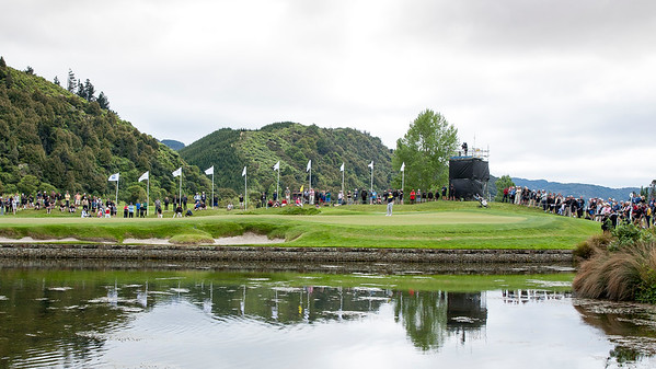 Fans watching the action on the 4th green on the final day of the Asia-Pacific Amateur Championship tournament 2017 held at Royal Wellington Golf Club, in Heretaunga, Upper Hutt, New Zealand from 26 - 29 October 2017. Copyright John Mathews 2017.   www.megasportmedia.co.nz