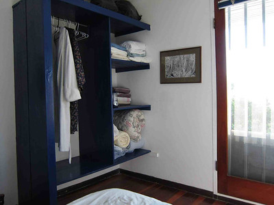 "You don't often find closets in cheaper/more ""Tico""-style homes - but here's one that's pretty cheap to make!  (THANX Sarah)"