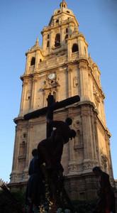 Sombras de la pasion El perfil del descendimiento en la torre de la catedral  Autor:Carmelo Tornero ramos
