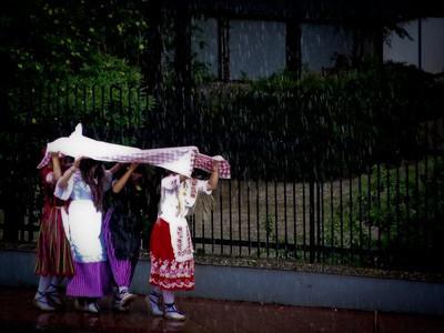 Huertaneando bajo la lluvia El chaparrón no pudo con las ganas de fiesta.  Autor:Rosa Montesinos