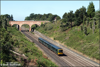 166216 forms 1K49 1039 Bedwyn-London Paddington running through Sonning cutting on 12/08/2016.