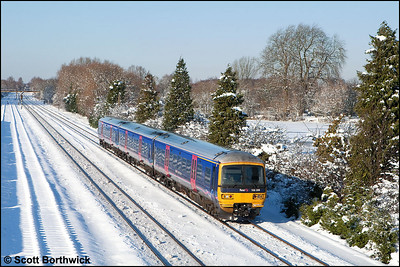 166206 passes Hinksey whilst forming 2P54 1307 Oxford-London Paddington on 07/01/2010.