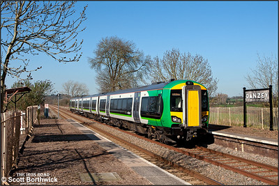 172337 arrives at Danzey whilst forming 2S54 1455 Stourbridge Junction-Stratford upon Avon on 27/03/2012.