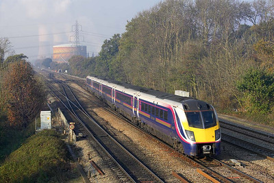 180106 crosses onto the Up Main at Didcot East Jnct on 21/11/2005 whilst forming 1F38 1130 Oxford-London Paddington.